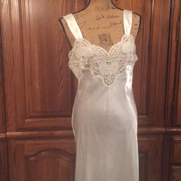 8dfac3f12ca74 Vintage Wonder Maid Long Floral Lace Negligee